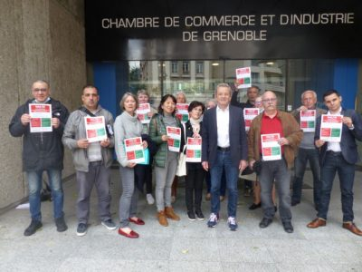 Alain Carignon devant la CCI, entouré de ses soutiens , le 12 juin 2020