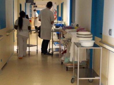 Alors que l'épidémie de Covid-19 s'accélère à Grenoble, le CHU appelle au respect du confinement. Pour ne pas voir ses services saturés.
