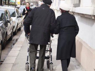 En Isère, les aides à domicile intervenant auprès des personnes âgées pendant la crise sanitaire, ne toucheront pas de prime. Pas de la part du Département.