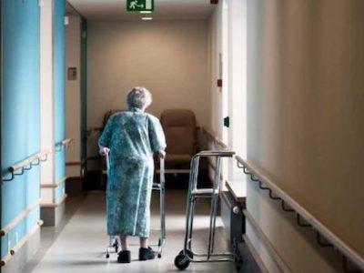 En Auvergne Rhône-Alpes, Laurent Wauquiez court-circuite Olivier Véran et annonce des dépistages systématiques dans les maisons de retraite.