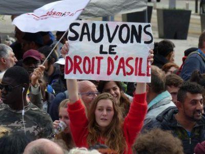 Rassemblement-Palais-de-Justice-Grenoble-Migrants- UNE