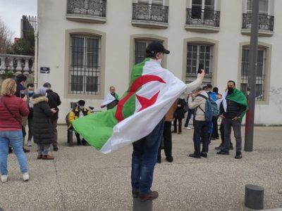 Les Algériens de Grenoble célèbrent les deux ans du Hirak