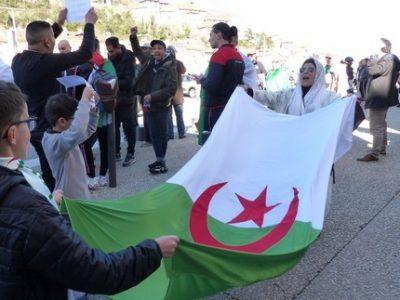 Rassemblement consulat algérie mars 2019 UNE