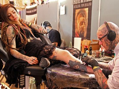 Séance de tatouage. DR