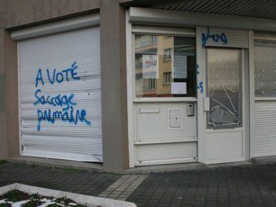 La Ville de Grenoble condamne fermement les dégradations commises sur le siège du PS de Grenoble… quand bien des internautes semblent, eux, les approuver.