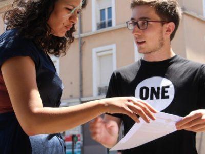 Soukaïna Larabi avec un membre de l'ONG