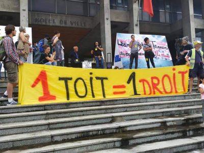 Ce vendredi 17 septembre 2021, l'association Droit au logement de l'Isère organisait un rassemblement devant la mairie de Grenoble. © Dal Isère