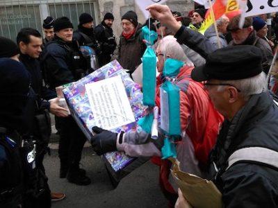 L'ex-collaborateur d'Olivier Véran soupçonné d'avoir tenté de profiter de sa position sur la vente de masques dans le collimateur de la justice.