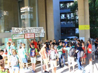 Alternatiba interpelle les élus lors du conseil métropolitain, 5 juillet © Alternatiba Grenoble
