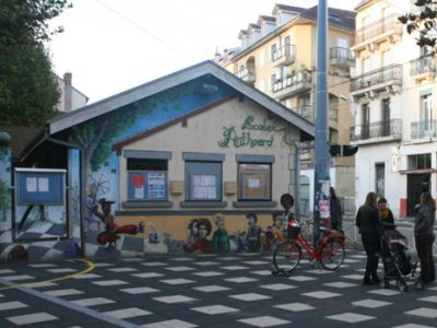 La place de l'école élémentaire Anthoard à Grenoble. © Florent Mathieu – Place Gre'net