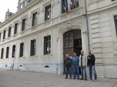 UNE Le syndicat FO de la Ville de Grenoble et Chérif Boutafa, son secrétaire général (veste en jean) lundi 9 septembre 2019 © Séverine Cattiaux - Place Gre'net