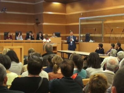Jacques Dallest lors d'une conférence sur le procès d'assises. © Joël Kermabon - Place Grer'net