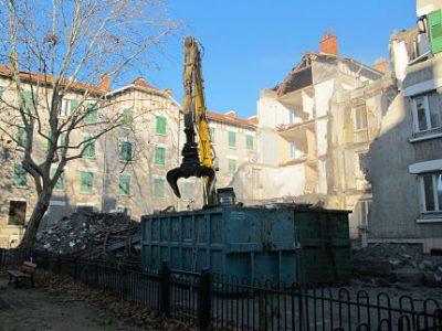 UNE Démolition des immeubles 2,4,6 place Joseph Riboud, Cité de l'Abbaye, 15 novembre 2017. © Séverine Cattiaux - Place Gre'Net