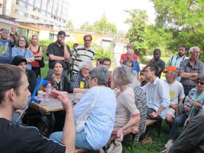 Manifestation le 16 juin des pétitionnaires contre la démolition du 10-20 de la galerie de l'Arlequin, deux jours avant le débat en conseil municipal © Séverine Cattiaux - Place Gre'net