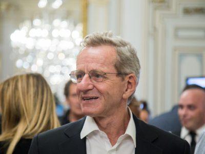 Alain Carignon dans la perspective de l'alternance à Grenoble a présenté son plan de déplacements élaboré avec les collectifs de citoyens qui le soutiennentAlain Carignon. © Yuliya Ruzhechka - Place Gre'net