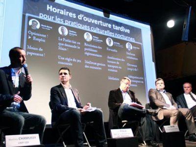 Matthieu Chamussy Eric Piolle Jérôme Safar Philippe de Longevialle et Denis Bonzy lors du débat à L'Ampérage sur les horaires d'ouverture tardive pour les pratiques culturelles nocturnes à Grenoble