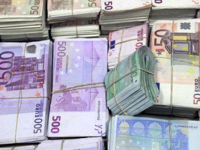 Liasses de billets euro DR