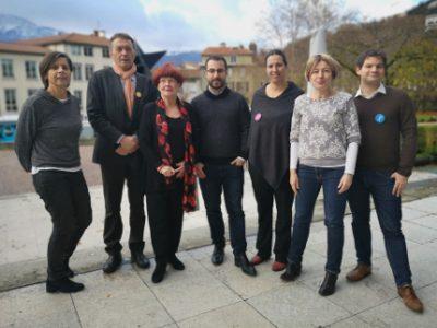 De gauche à droite : Michelle Daran, Benoît Mollaret, Gisèle Perez, David Bousquet, Sarah Boukaala, Emmanuelle Legoff et Maxime Perez. © Joël Kermabon - Place Grenet.