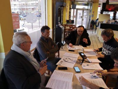 Des membres du collectif Grenoble expliquent leur démarche concernant Éric Piolle et Raise Partner Sarl à la presse. © Joël Kermabon - Place Gre'net