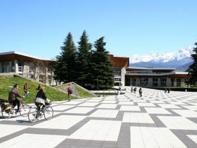 Place centrale du campus de Saint-Martin-d'Hères © Université de Grenoble