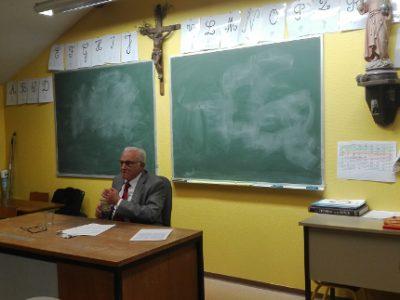 Une conférence sur le combat des droits de l'Homme au prieuré traditionaliste St Pie X de Meylan fait polémique quant à ses liens avec l'extrême droite.