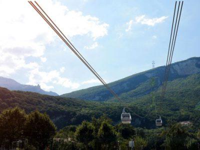 Insertion paysagère d'un téléphérique débrayable 3S depuis Fontaine reliant l'agglomération de Grenoble au plateau du Vercors enjeux économiques