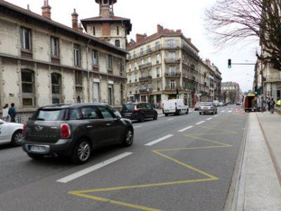 Où vont aller les voitures qui avec le projet de piétonnisation ne pourront plus passer par le cœur de Grenoble ? Évaporées ? Les reports posent question.
