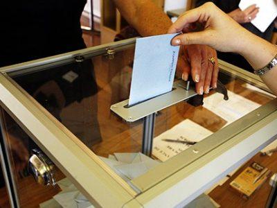 Une Grenobloise relate le parcours du combattant pour les électeurs souhaitant voter pour une petite liste dépourvue de bulletins de vote dans les bureaux.