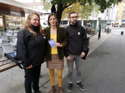Au centre, Lucille Lheureux entourée d'agents de la cellule propreté participative. © Joël Kermabon - Place Gre'net