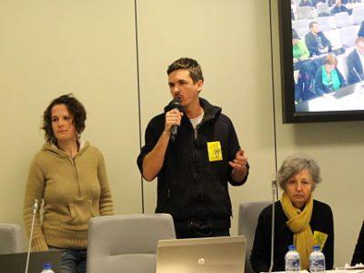 Raphaël, Emmanuelle et Anne-Marie ont pris la parole au nom du Front contre les expulsions. © Jules Peyron - placegrenet.fr