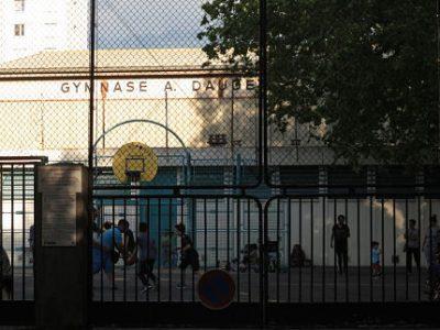 Ce mercredi 24 mai, une partie des Roms évacués du Campement Valmy, dormiront cette nuit dans le gymnase Daudet. © Séverine Cattiaux - Place Gre'net