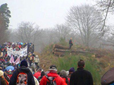 Manifestation contre la construction du Center Parcs de Roybon dans la forêt de Chambaran avec les zadistes le dimanche 30 novembre 2014