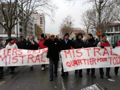 Manifestation dans le quartier Mistral à Grenoble à l'initiative du Cohamis © Karim Kadri