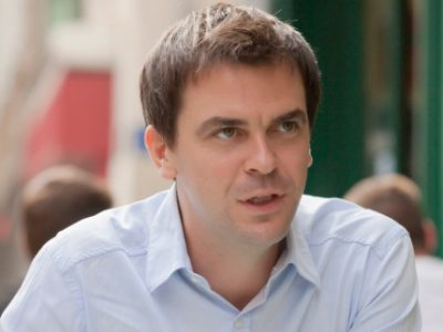 L'ex-député et ex-socialiste Olivier Véran a vu s'échapper le fauteuil de ministre de la Santé d'Emmanuel Macron mais devrait s'assoir dans celui de député.