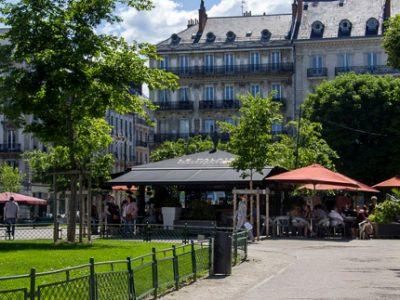 Le projet de « rafraîchissement » de la place Victor-Hugo était présenté ce lundi 26 mars lors du conseil municipal de Grenoble.