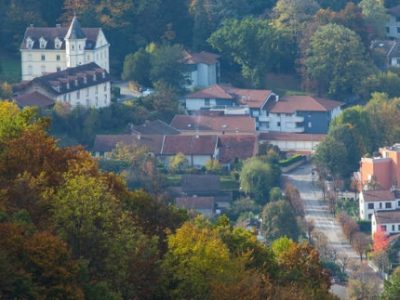 Poisat et son château © Eaux de Grenoble Alpes