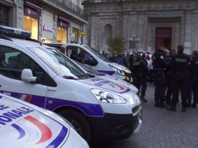 Rassemblement spontané de policiers rue Félix Poulat. © Joël Kermabon - Place Gre'net