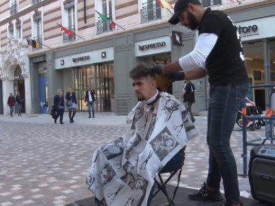 Hasni Bekheira, un coiffeur pour les plus démunis. © Joël Kermabon - Place Gre'net
