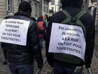 Manifestation de sans papiers pour Un toit pour tous dans les rues de Grenoble. © Joël Kermabon - placegrenet.fr