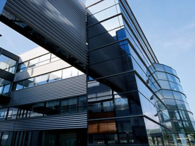 La vente d'une partie du capital de Soitec en Isère relance la question du renflouement des entreprises par l'argent public. Hold-up dénonce la CGT.