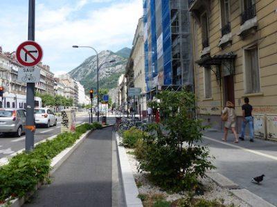 Végétalisation sur le cours Jean-Jaurès à Grenoble. © Muriel Beaudoing - placegrenet.fr