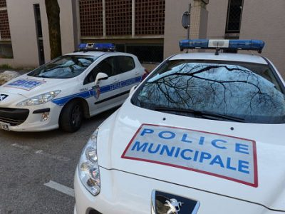 Voitures de la police municipale de Grenoble © Séverine Cattiaux - placegrenet.fr