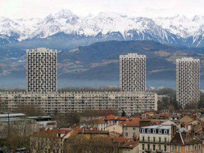 Vue Grenoble avec les trois tours et le massif de Belledonne en arrière plan Crédit photo Patricia Cerinsek