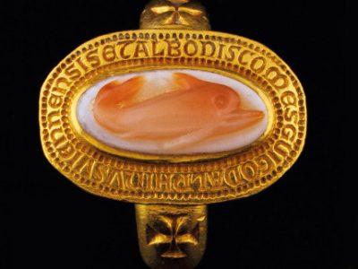 La mystérieuse bague du dauphin Guigues VIII au musée de l'ancien Évêché de Grenoble. DR
