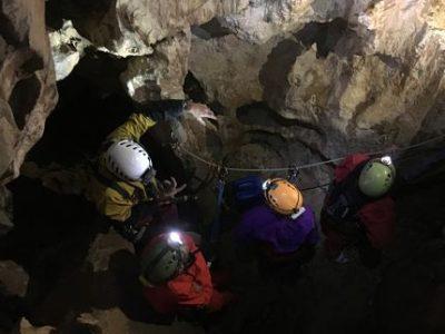 Une nouvelle activité vient de voir le jour à Superdévoluy: la via souterrata, à mi-chemin entre via ferrata et spéléologie. Office de tourisme de Dévoluy.