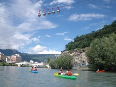Sportives, culturelles, historiques : l'Office de Tourisme organise jusqu'à fin août, des balades insolites dans Grenoble. © JM Francillon / Ville de Grenoble