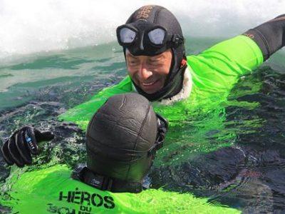 Apnée sous glace à Chamrousse avec Christophe Jobazé © OT Chamrousse