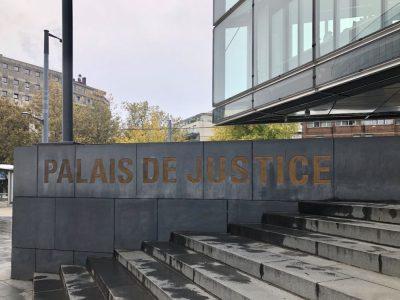 Nouveau coup dur pour le trafic de stupéfiants à Grenoble Extérieur du palais de justice de Grenoble. ©Manon Heckmann - Placegrenet.fr