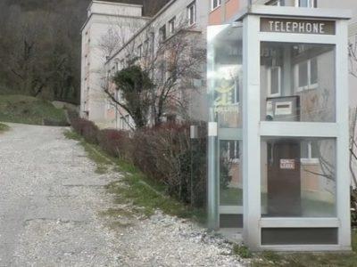 parti-popolitique-cabine-telephonique-Couv
