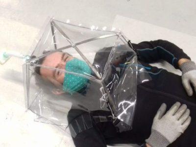 Les bulles étanches développées par GSCOP et les médecins du Samu permettent d'isoler les patients covid-19. © Nicolas Beraud